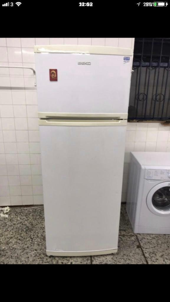 Beko fridge freezer full working 4 month warranty free delivery and installation thanks 🙏