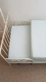 Extendable single bed very good condition