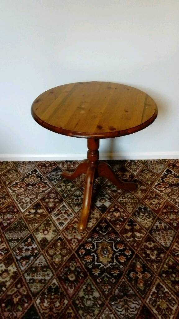 Round pine tripod coffee table