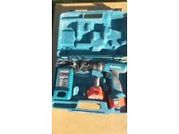 makita drill 2 batterys charger and case.
