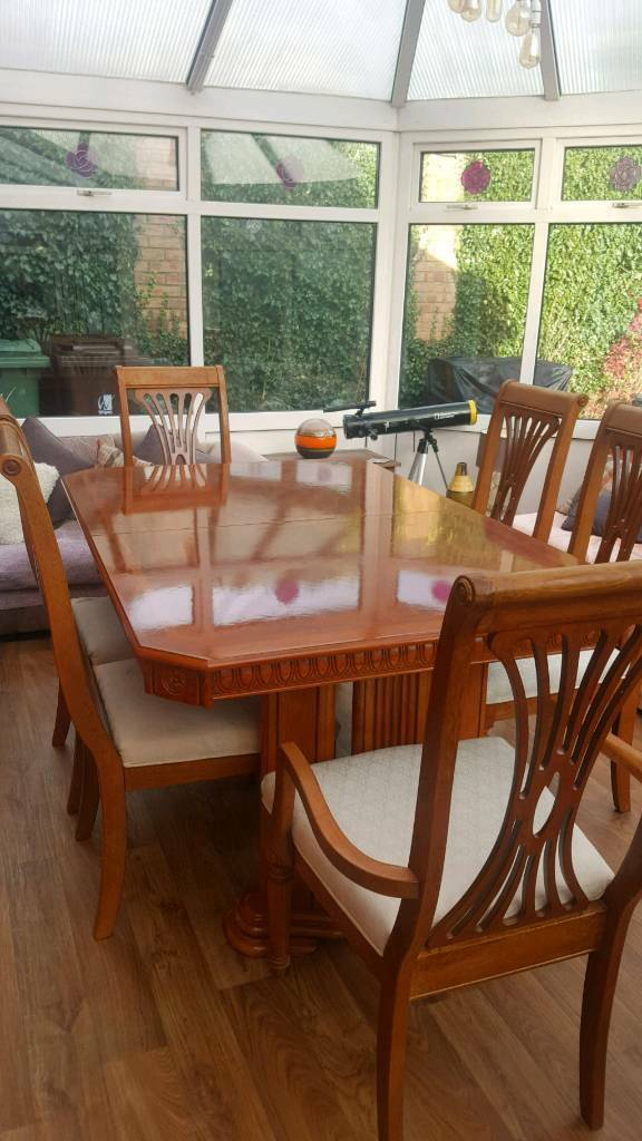 Stunning Walnut Dining Table With 6 Chairs In Astley Manchester