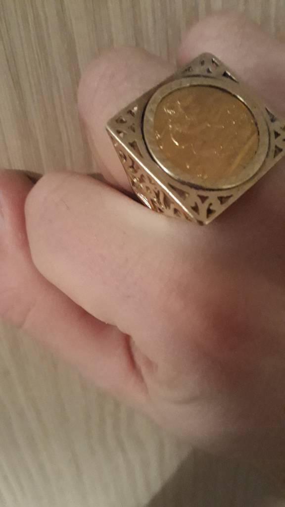 Square gold full sovereign