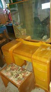 Vanity, stool & mirror