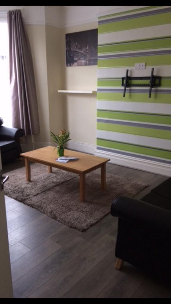 4 bed house to rent, Bishopton Road.
