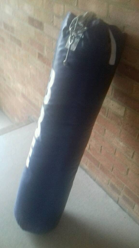 4ft boxing bag with bracket