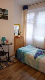 !!! FABULOUS DOUBLE ROOM IN LARGE GARDEN FLAT CLOSE TO STATION ZONE 2 !!!
