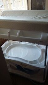 Baby bath and changing unit from a house smoke and pets free, good condition