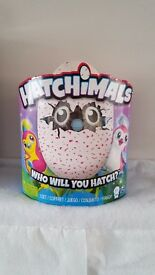 HATCHIMALS PENGUALAS PINK EGG BRAND NEW
