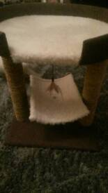 Cat tower scratching post