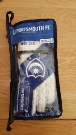 Portsmouth goalie gloves brand new size 5