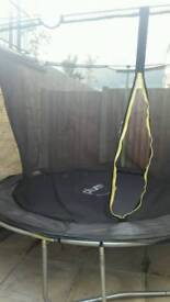Trampoline with enclosure like new