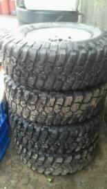 Bf goodrich mud terrain tyres 31×10.5 r15 km2 on alloys