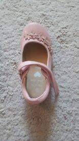 Girls bluezoo shoe size 8 wide feet