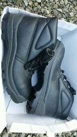 New arco safety shoes size 6
