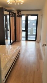 Available now: Modern Double Room Balcony Surrey Quays/Canada Water