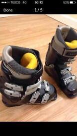 Saloman Ladies Ski boots size 4. TOP MAKE.