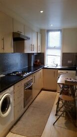***LARGE DOUBLE ROOM TO LET IN QUIET FLAT!!!