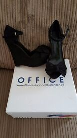 Office Bow Strappy Wedges