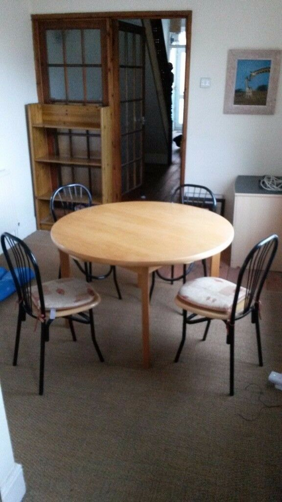 Dining table and chairs £25
