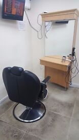 £175 each 6x Fairly New Hairdressing Mirror Units and barber chairs