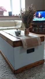 Pine coffee table - upcycled kist