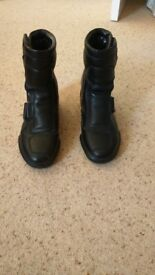 LADIES AKITO MOTORCYCLE BOOTS SIZE 7/41