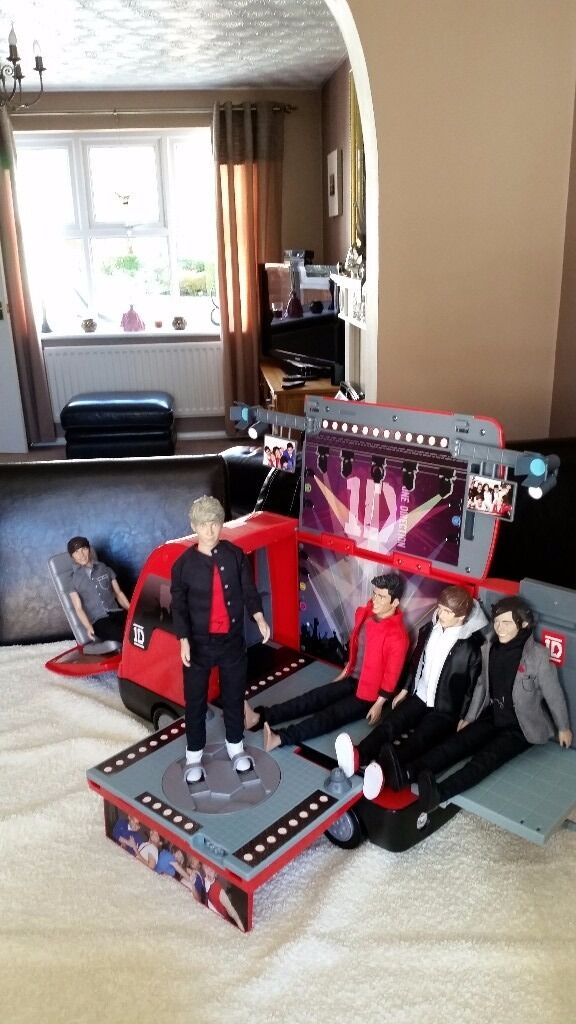 One Direction ID Tour Bus and Dolls