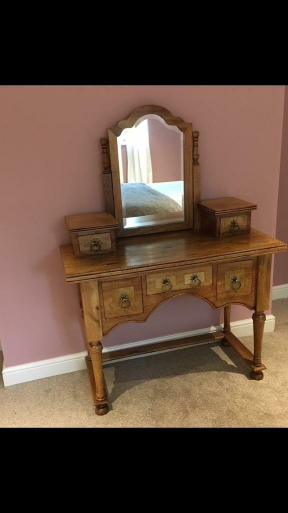 Flagstone dressing table