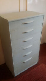 shabby chic chest of drawer in very good cond!
