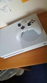 Xbox one 500gb excellent condition FIFA 17 on hard drive