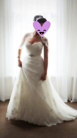 Pronovias Wedding Dress & Mantilla Veil, Sweetheart Neckline Size 10