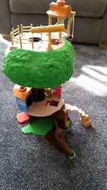 BEAUTIFUL COLLECTABLE RUPERT TREEHOUSE & ACCESSORIES