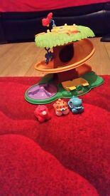 Jungle tree toy