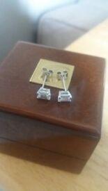 Bespoke platinum earnings with emerald diamonds