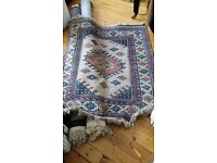 Persian hand knotted carpet, in good condition, 160x130cm