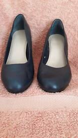 Ladies navy shoes size 7 (clarks)