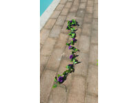 30m/98ft of artifical silk-effect purple rose garlands. Perfect for weddings at fraction of the cost