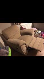 Reclining comfy armchair