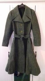 Vintage woolen green long fitted coat approx size 10