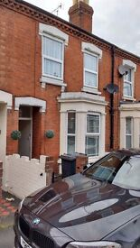 Double bedroom in GL1 in pretty terrace house, Excellent access to shops, station etc
