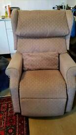 Chatsworth Electric riser recliner