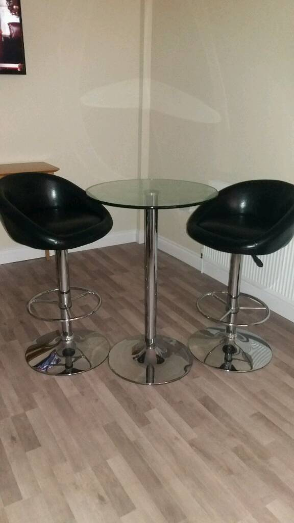 Bistro table with 2 bar stools