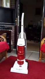 Hoover. Smart bagless vacuum cleaner. 750W.