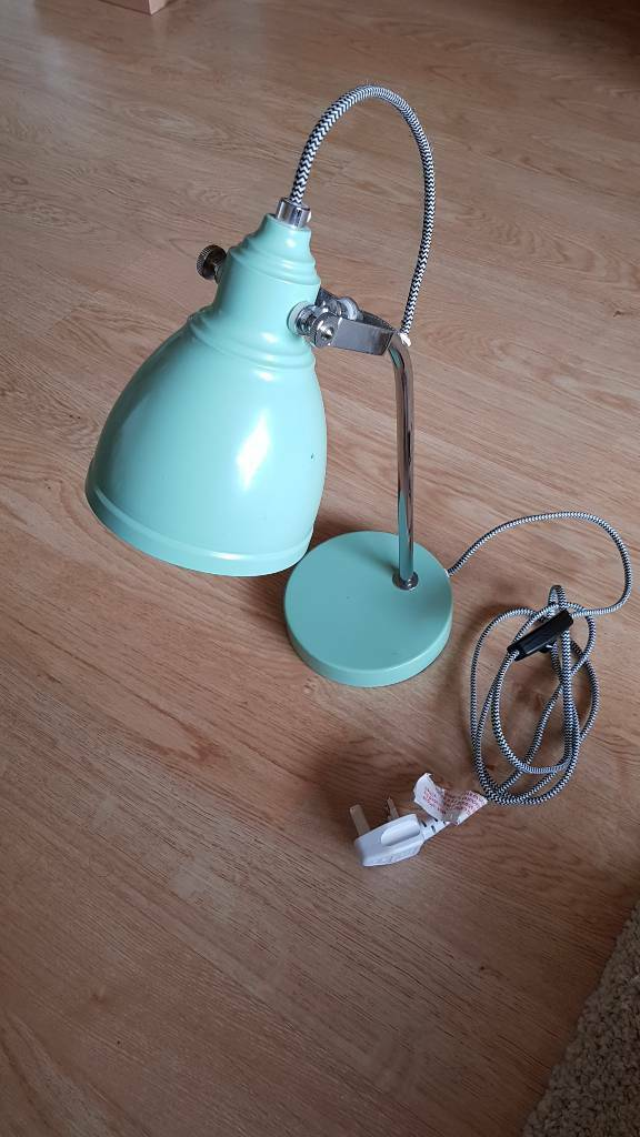 Desk lampin Clifton, BristolGumtree - Desk lamp with power cable on/off switch. Bulb included