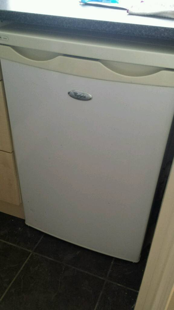 Whirlpool under counter fridge..full working order..clean..