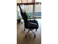 Black height adjustable swivel office arm chair