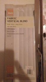 B&Q white fabric blind still in box, size W:180cm, drop:137cm