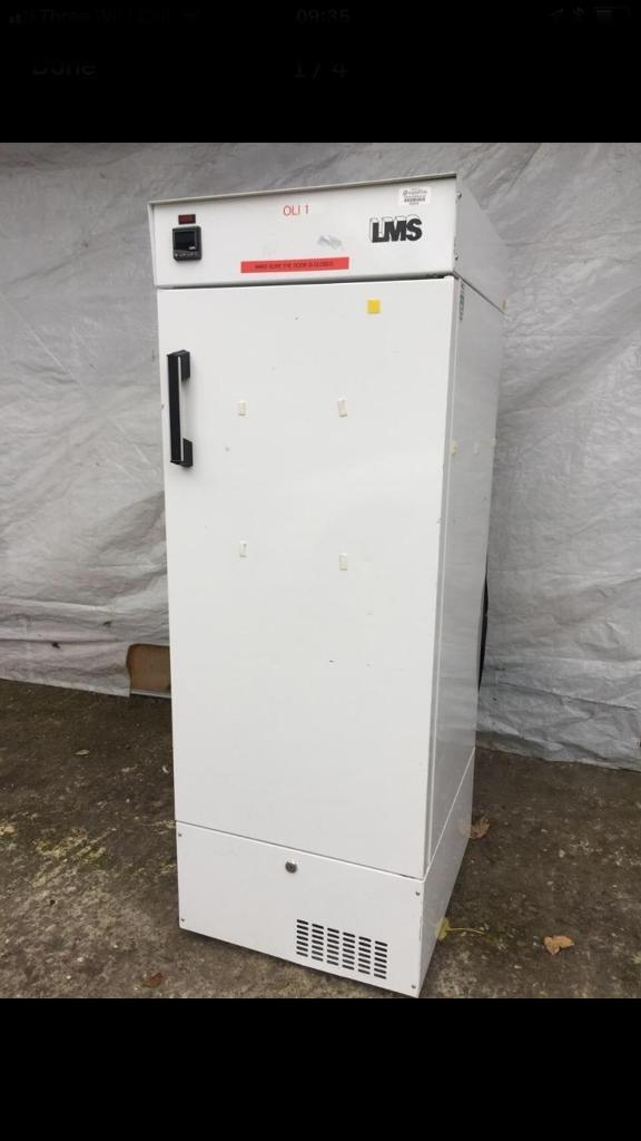 Very good condition full working order commercial pharmacy fridge freezer only £200