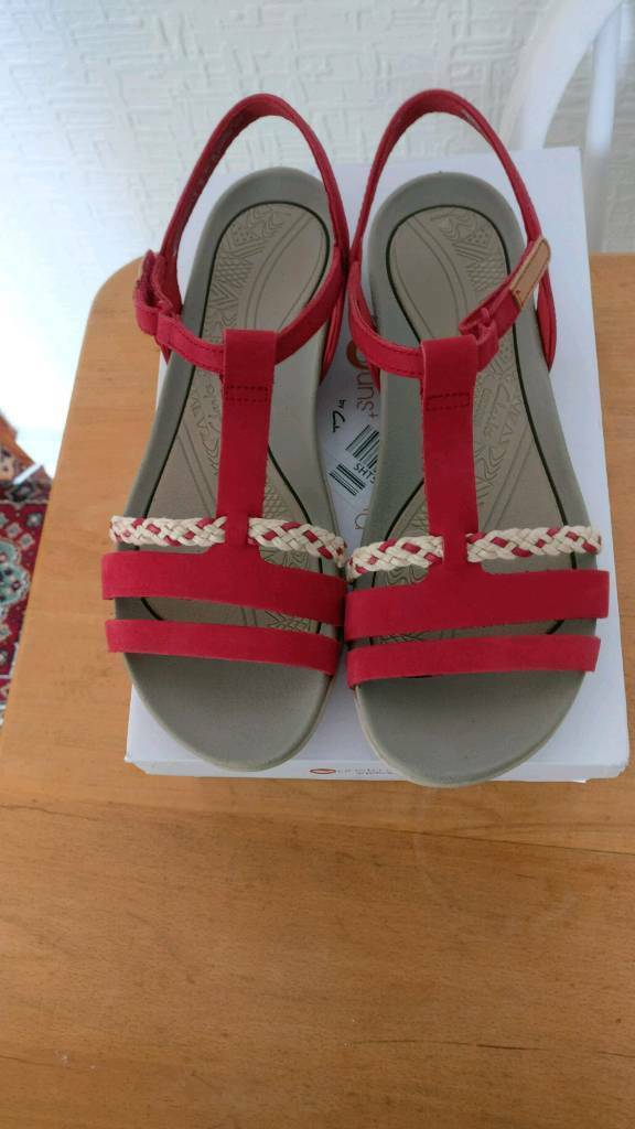 3b9b2bb8fa2f Clarks Tealite Grace Sandals Red Size 6 Brand new in box