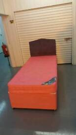 Single bed with mattress in very good condition